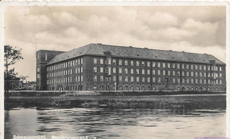 Regierungsdienstgebäude am Danziger Platz